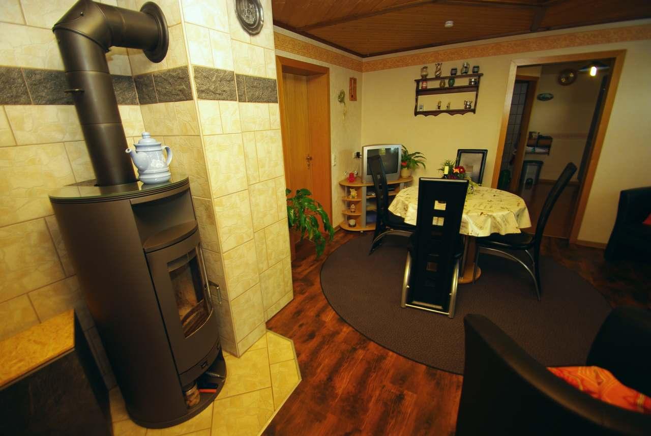 Kleine ferienwohnung trapp ansicht wohnzimmer for Wohnzimmer 60 qm