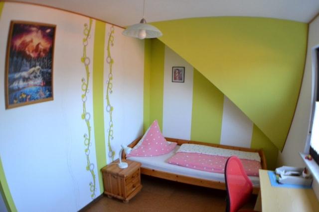Gro e ferienwohnung trapp ansicht kinderzimmer for Kinderzimmer 4 qm